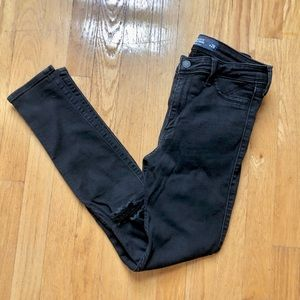 Hollister High Rise Skinny With Knee Rips